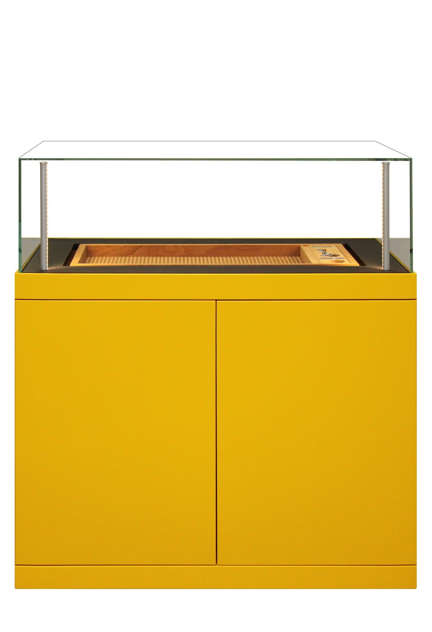Ein ganz besonderer Zigarrenschrank in gelber Außenhülle